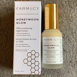 FARMACY HONEYMOON GLOW AHA resurfacing night serum